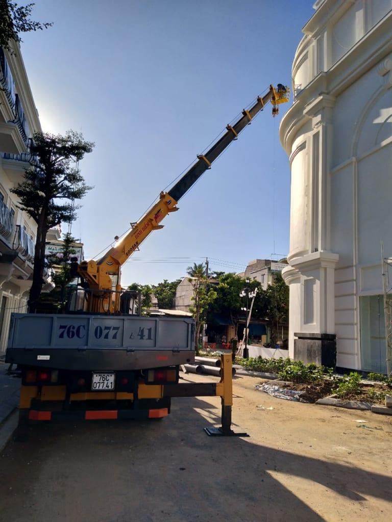 Hình ảnh xe cẩu Đinh Điểm tại Vincom Quảng Ngãi